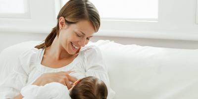 لا تنتظري حتى يبكي... خطوات مهمة لرضاعة طبيعية سلسة