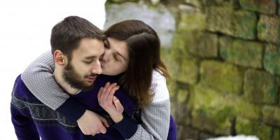 لإثارة شريكك لا بد من قبلة مثالية.. إليك بعض النصائح!