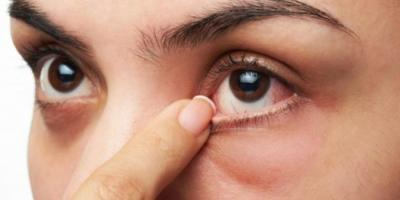 7 أنشطة يومية تقومين بها وتؤدي إلى تفاقم الجفاف في عينيك..