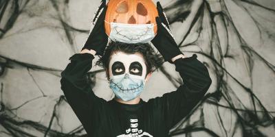 8 أفكار لارتداء أقنعة الوجه مع أزياء الهالوين