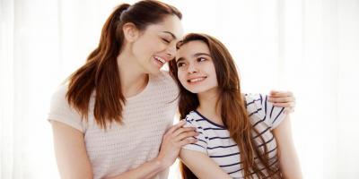 كيف تعدين ابنتك لأول دورة شهرية تمر بها؟