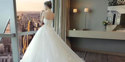 أجمل فساتين الزفاف للحفلات المنزلية.. والطراز البوهيمي