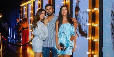 مي عمر وزوجها محمد سامي يحتفلان برومانسية في خطوبة ريم سامي