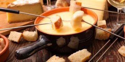 حلوى صيفية لذيذة: فوندو الجبن بالعسل