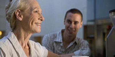 مسنة أمريكية تقابل نجلها لأول مرة بعد تركه للتبني منذ 71