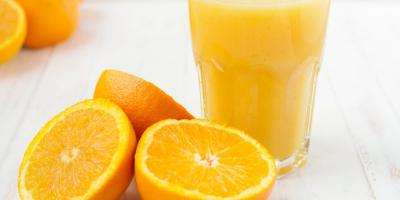 عصير البرتقال بالخلاط