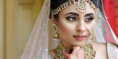 بلوجر شهيرة تصبح أول عروس هندية تتألق بتصميم من توقيع إيلي