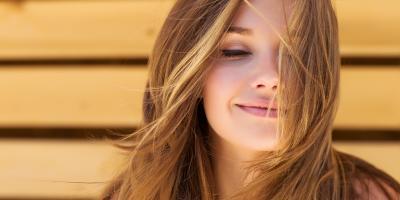 نصائح خبراء التجميل لأفضل منتجات نمو الشعر والأظافر والحواجب
