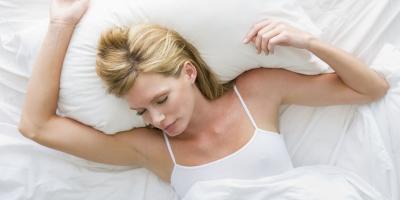 توقفي عن النوم على البطن أو الجانب الأيمن.. وهذه الأسباب