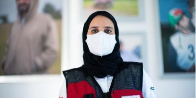 حمدة الحمادي مسعفة دبي التي تفرغت لمواجهة كوفيد 19
