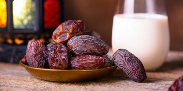 مشروب رمضاني.. سموذي التمر بالقرفة