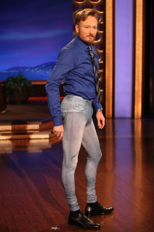 انتبه أيها الرجل.. بهذه الملابس ستخسر نظرة إعجاب الفتيات لك (بالصور)